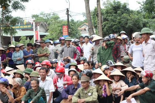 Sao Việt cùng Ẩm thực Trần tặng quà cho bà con vùng lũ - 6