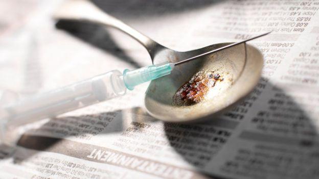 Mỹ: Mẹ và bạn trai tiêm heroin cho 3 con dễ ngủ - 2