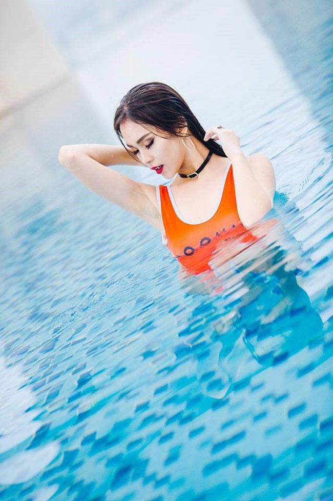 Cô nàng nổi tiếng bởi vẻ ngoài xinh như hot girl và khả năng diễn xuất tốt, từng xuất hiện trong nhiều MV ca nhạc, show truyền hình.