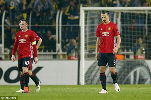 Tin HOT bóng đá tối 4/11: Phù thủy tiết lộ lý do Mourinho thảm bại - 2