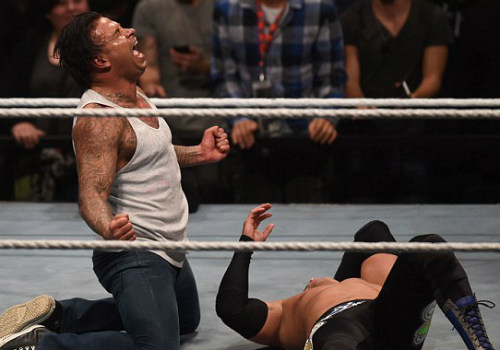 WWE: Cựu SAO thủ môn Đức thắng trận mở màn vật biểu diễn - 3