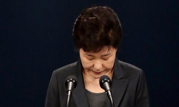 Tổng thống HQ khóc xin lỗi dân về bê bối chính trị - 1
