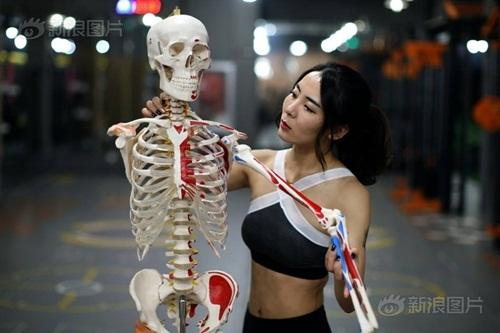 Hot girl kiếm bộn tiền nhờ làm HLV cho giới nhà giàu - 11