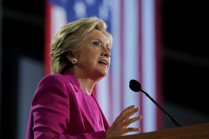 Phe Dân chủ lo lắng khi Trump bám đuổi sít sao Clinton - 2