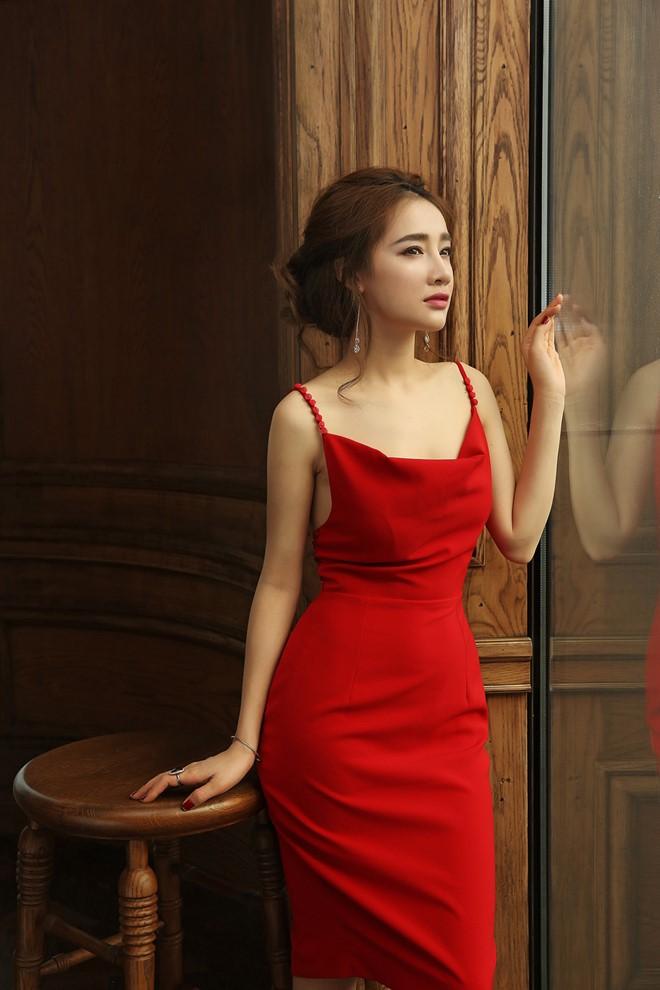 Nhã Phương phơi phới nét xuân với váy áo trễ nải - 9