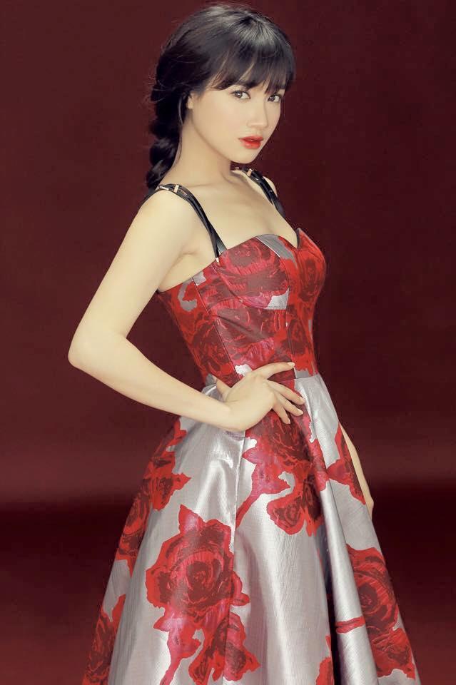 Nhã Phương phơi phới nét xuân với váy áo trễ nải - 13