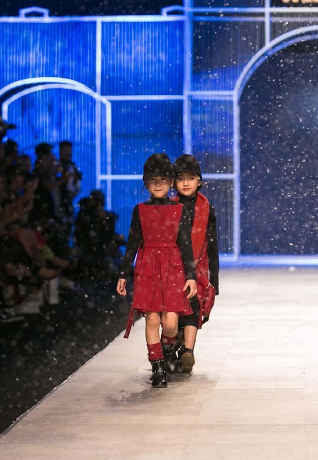 Ngỡ ngàng sàn diễn tràn ngập tuyết trắng của Tuần lễ Thời trang - 9