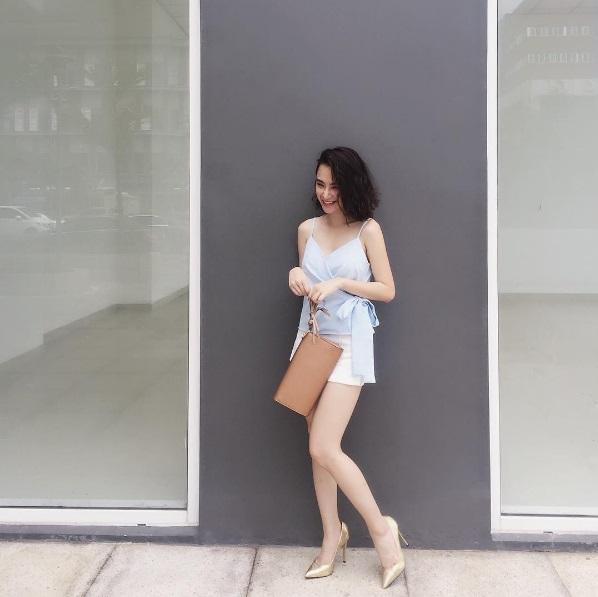 Mặc đồ bình dân, Angela Phương Trinh vẫn sexy khó cưỡng - 3