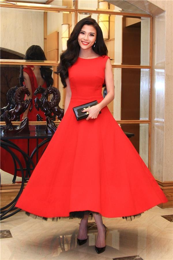 HH Giáng My, Chi Pu diện váy voan mỏng tang phô ngực đầy - 11