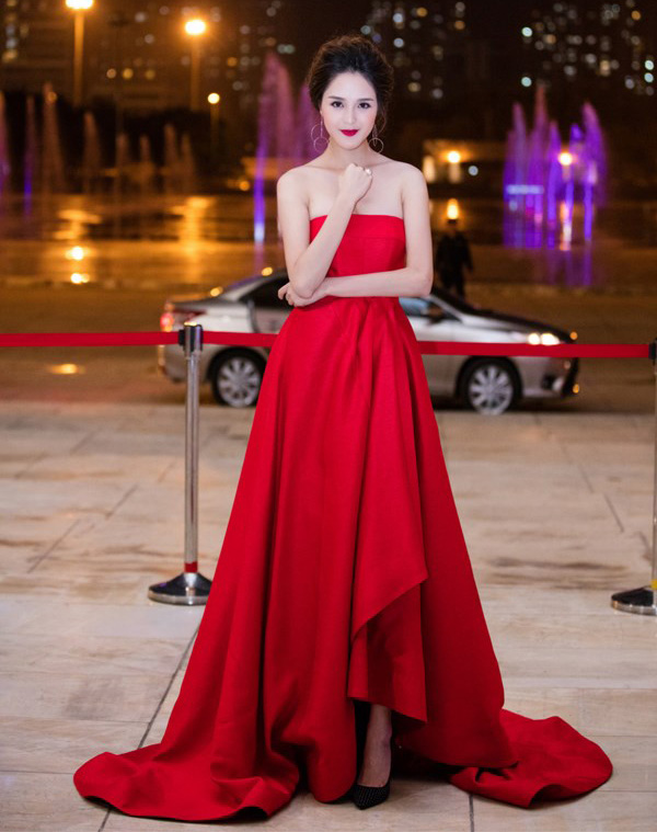 HH Giáng My, Chi Pu diện váy voan mỏng tang phô ngực đầy - 9