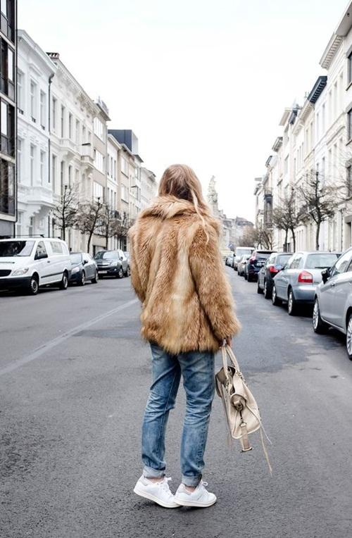5 cách mặc áo khoác lông sexy hơn ngày chớm đông - 2