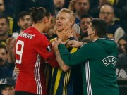 Bóng đá - MU bại trận: Pogba chấn thương, Ibra bóp cổ đối thủ