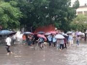 Giáo dục - du học - Cho học sinh nghỉ học đối với vùng bị lũ lụt