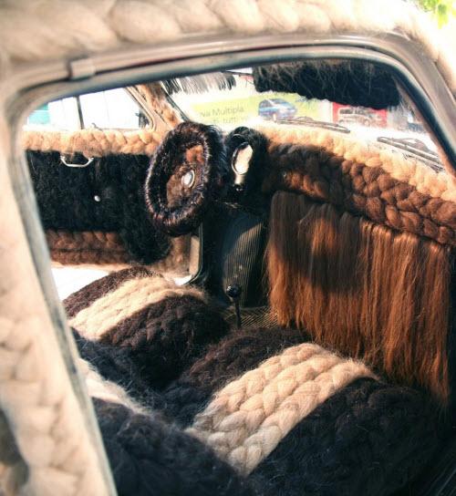 Dùng 100kg tóc để trang điểm cho ô tô Fiat 500 cổ - 3