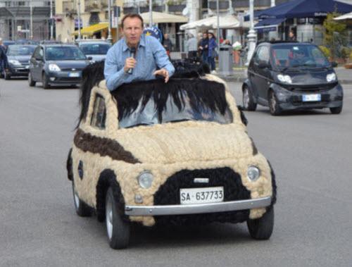 Dùng 100kg tóc để trang điểm cho ô tô Fiat 500 cổ - 9