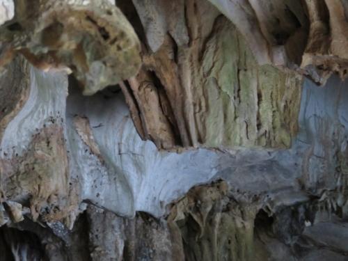 """Nhũ đá hang động ở Hạ Long bị """"chảy máu"""" nghiêm trọng - 1"""