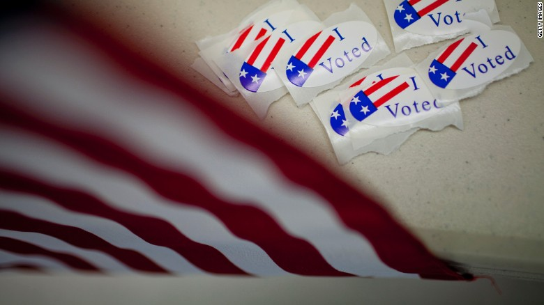 Vì sao người Mỹ năm nay rầm rộ đi bầu cử sớm? - 1