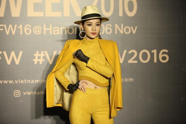 Dàn hoa, á hậu kiêu sa trên thảm đỏ Vietnam International Fashion Week - 13