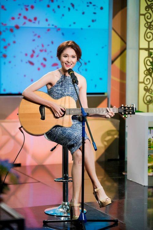 Á hậu Thùy Dung trổ tài hát tiếng Anh trên VTV - 1