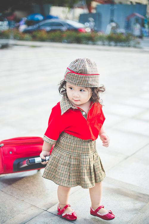 Bé gái bụ bẫm hóa tiếp viên hàng không nhí siêu đáng yêu - 2