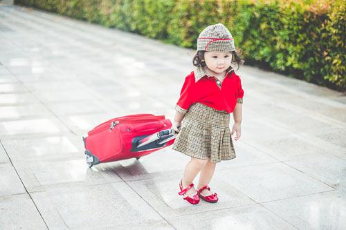 Bé gái bụ bẫm hóa tiếp viên hàng không nhí siêu đáng yêu - 3