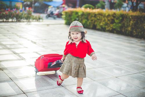 Bé gái bụ bẫm hóa tiếp viên hàng không nhí siêu đáng yêu - 4