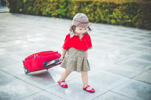 Bé gái bụ bẫm hóa tiếp viên hàng không nhí siêu đáng yêu - 5