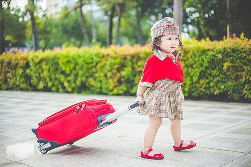 Bé gái bụ bẫm hóa tiếp viên hàng không nhí siêu đáng yêu - 6