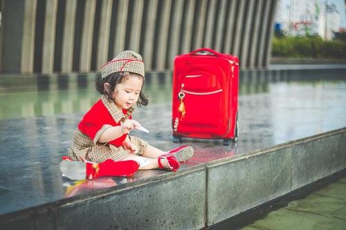 Bé gái bụ bẫm hóa tiếp viên hàng không nhí siêu đáng yêu - 11