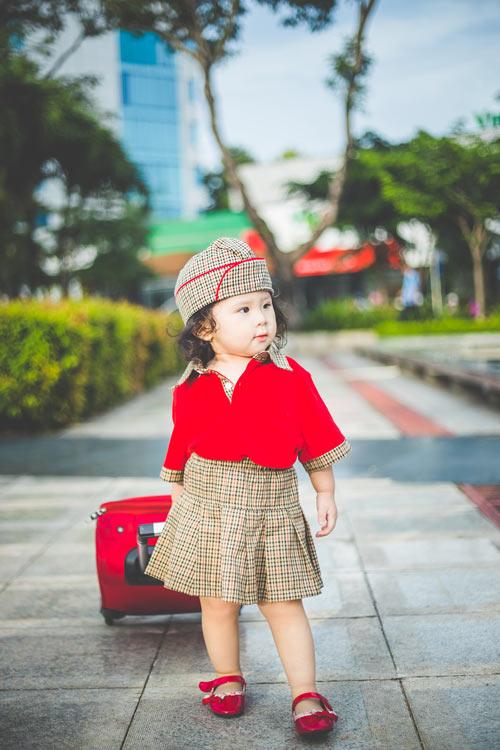Bé gái bụ bẫm hóa tiếp viên hàng không nhí siêu đáng yêu - 7