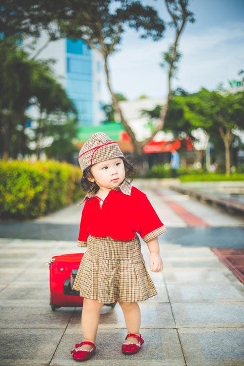 Bé gái bụ bẫm hóa tiếp viên hàng không nhí siêu đáng yêu - 8
