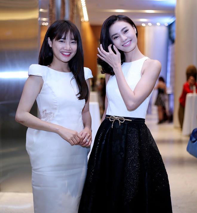 Đọ vẻ sexy của 2 mỹ nữ đình đám Lan Ngọc – Nhã Phương - 1