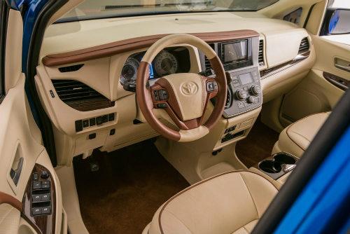 Toyota Sienna minivan độ bánh vàng sang như chuyên cơ - 2