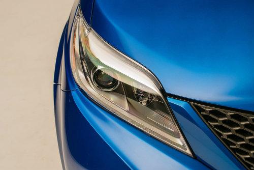 Toyota Sienna minivan độ bánh vàng sang như chuyên cơ - 9