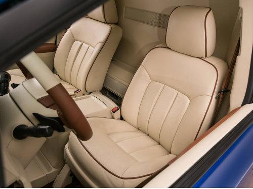 Toyota Sienna minivan độ bánh vàng sang như chuyên cơ - 3