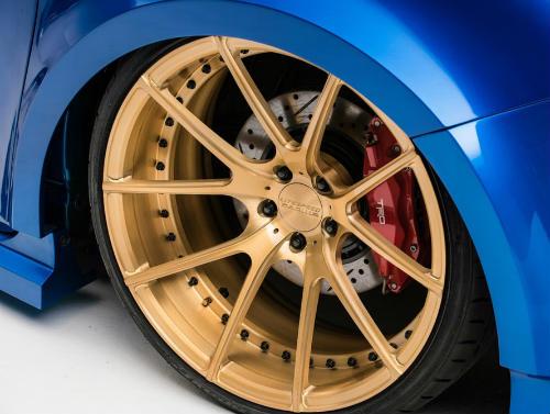 Toyota Sienna minivan độ bánh vàng sang như chuyên cơ - 8