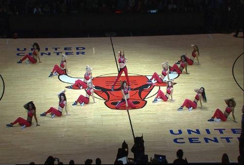 Cú sốc NBA: Đang bay cao bị ngã sấp mặt bởi kẻ khốn khổ - 2