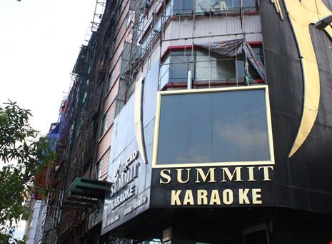 Hàng loạt quán karaoke tại Hà Nội dỡ biển quảng cáo - 1