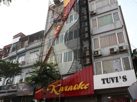 Hàng loạt quán karaoke tại Hà Nội dỡ biển quảng cáo - 3