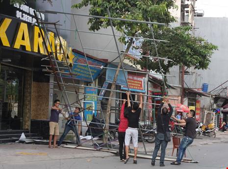 Hàng loạt quán karaoke tại Hà Nội dỡ biển quảng cáo - 4