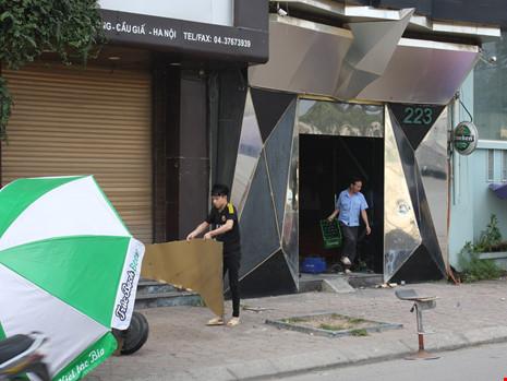 Hàng loạt quán karaoke tại Hà Nội dỡ biển quảng cáo - 7