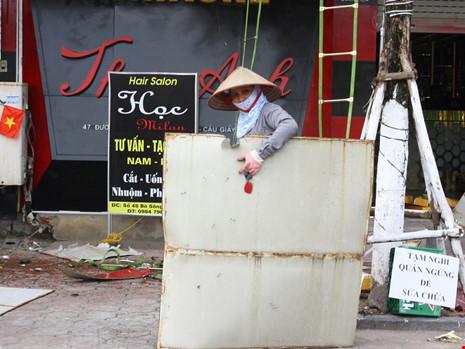 Hàng loạt quán karaoke tại Hà Nội dỡ biển quảng cáo - 8