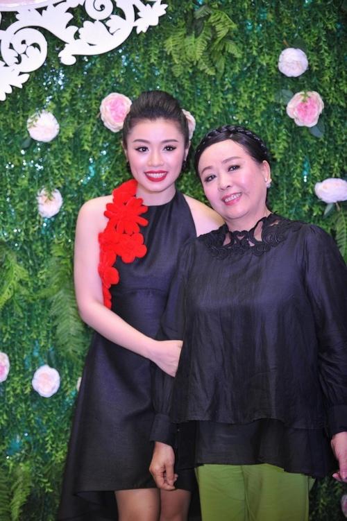 Xuân Lan, Đăng Khôi ra Hà Nội chia vui cùng hot girl Sao Mai - 4