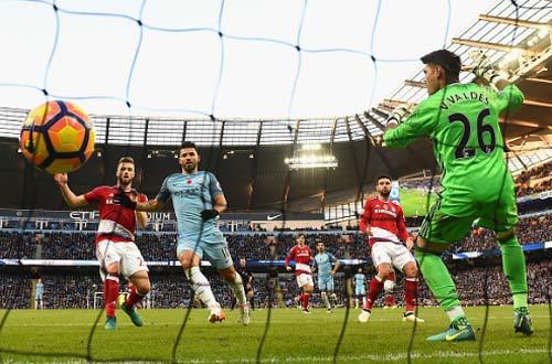 Man City - Middlesbrough: Đau đớn phút bù giờ - 1
