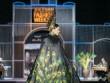 Á hậu Trương Thị May đội mấn nặng tới 10kg làm vedette