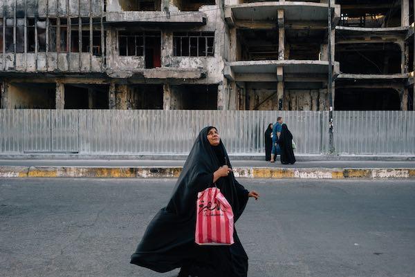 Cuộc sống trong thành phố bị đánh bom mỗi ngày - 1