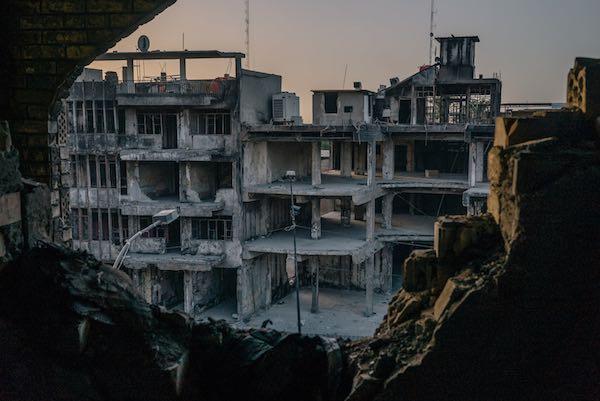 Cuộc sống trong thành phố bị đánh bom mỗi ngày - 2