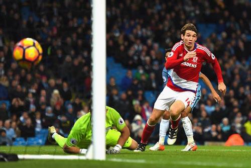 Man City mất điểm phút chót, Pep lập kỷ lục buồn - 1