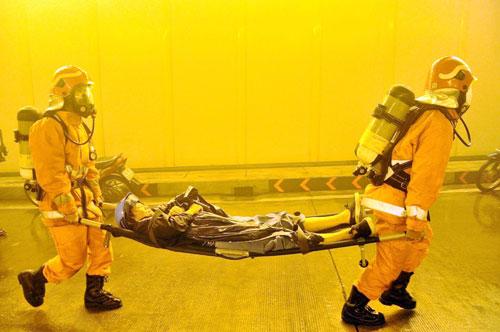 Diễn tập cứu 30 người mắc kẹt trong hầm vượt sông SG - 7