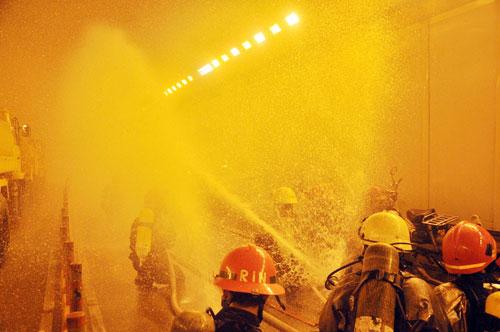 Diễn tập cứu 30 người mắc kẹt trong hầm vượt sông SG - 10